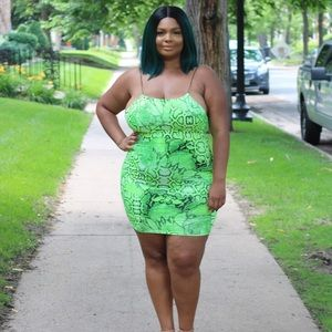 PLUS SIZE NEON SNAKE PRINT MINI DRESS